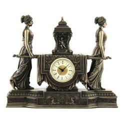 Baroko stiliaus laikrodis. Moterys neša urną ant mantijos. Veronese kolekcija