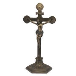 Didelis pastatomas kryžius su Jėzumi