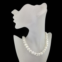 Perlų vėrinys su sidabriniu užsegimu